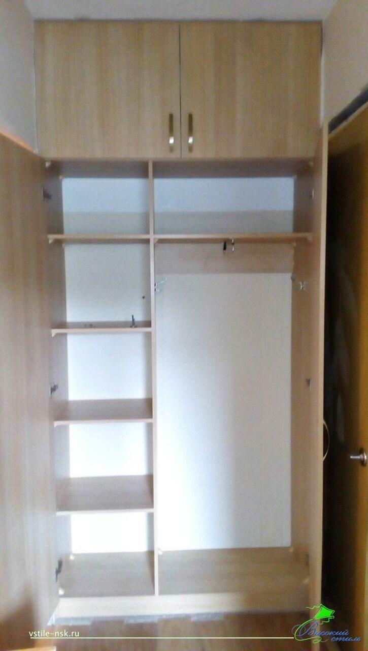 Встроенный шкаф с распашными дверями и антресолями некоторые.