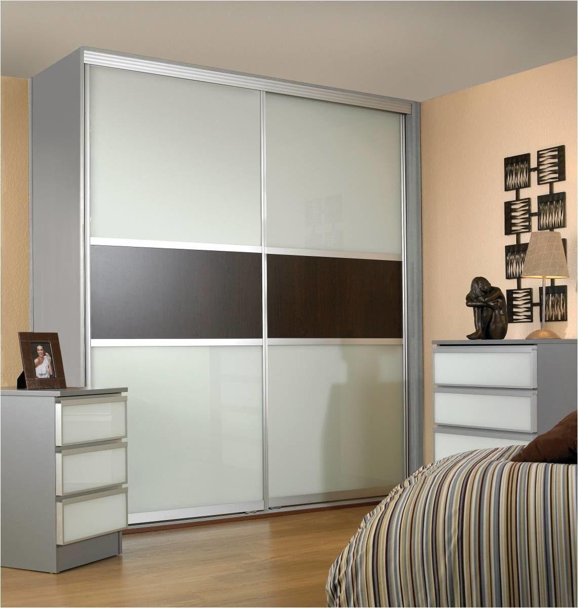 Белый шкаф-купе для спальни тоскана 2 с деревянными вставкам.